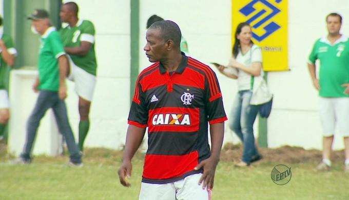 Jogo comemorativo contou com a presença de Adílio ex-jogador e craque do Flamengo  (Foto: Reprodução EPTV / Tarciso Silva)