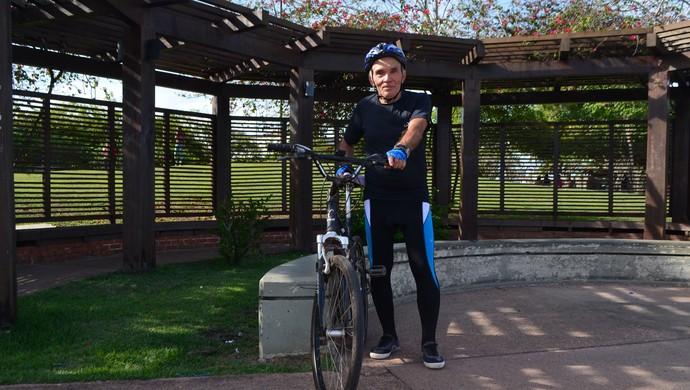 Ciclista do Pará aos 70 anos participará pela 1ª vez da Antônio Assmar, no AP (Foto: Rafael Moreira/GE-AP)