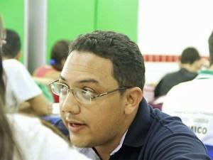 Raimundo Nonato Furtado, que entrou na universidade graças a um projeto de grupo de estudos de Pentecoste (CE), hoje dá aulas na mesma escola (Foto: Arquivo pessoal/Caio Dib)