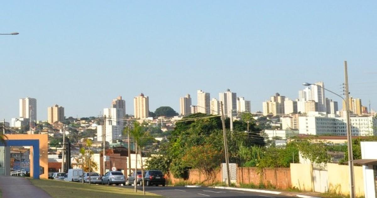 Jovem é assaltado enquanto andava de skate em praça de Campo ... - Globo.com