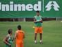 Michael reaparece nas Laranjeiras, pede rescisão e deixa o Fluminense