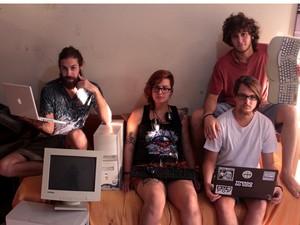 Membros do Francisco El Hombre com os equipamentos doados, em Campinas (Foto: Rafael Gomes )