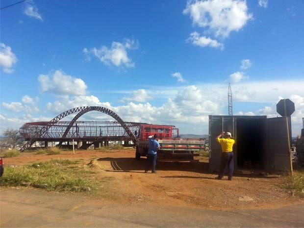 Obras do memorial são retomadas pela prefeitura de Varginha nesta segunda-feira, 18 de agosto (Foto: Samantha Silva / G1)