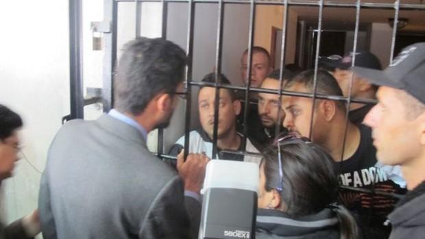 corinthians torcedores presos bolivia (Foto: Diego Ribeiro)