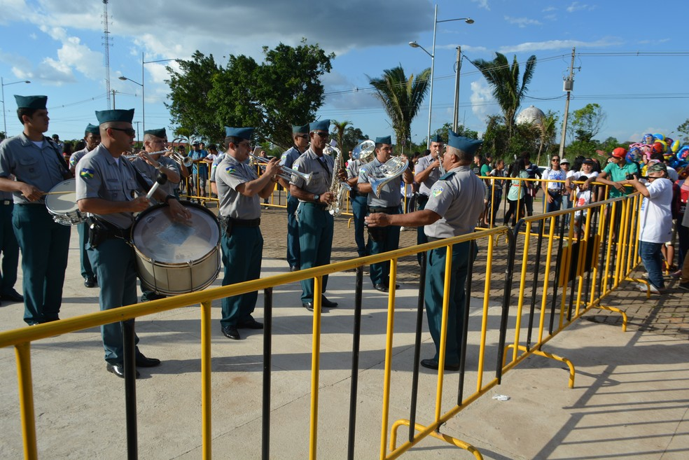 Concentração teve apresentação da banda de música da Polícia Militar (Foto: Toni Francis/G1)