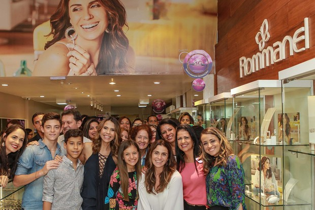 Giovanna Antonelli visita loja da Rommanel no Recife (Foto: Raphael Castello / AgNews / Divulgação)