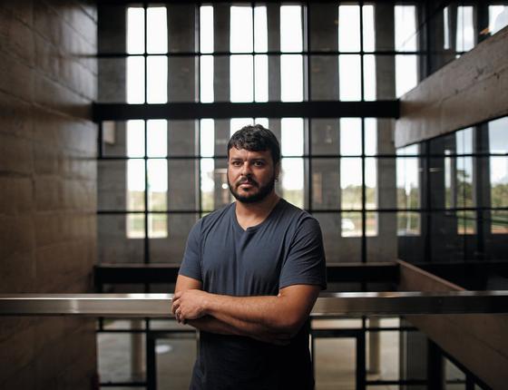 O médico de família Rodrigo Lima.Ele decidiu não receber propagandistas depois de ver estudos sobre a influência na prescrição (Foto:  Adriano Machado/ÉPOCA)
