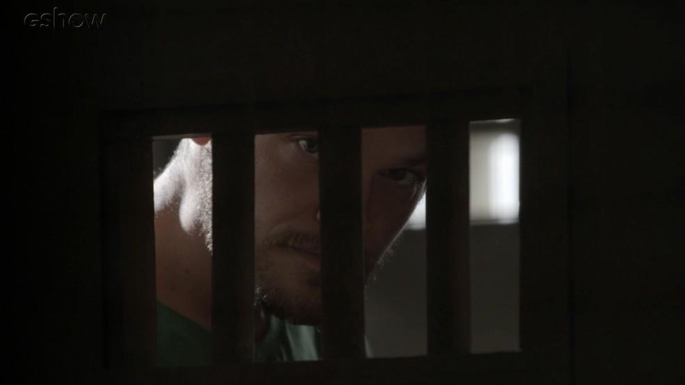 Rubinho implora pelo perdão de Bibi (Foto: TV Globo)