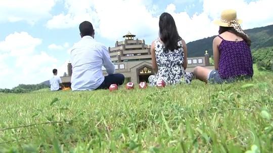 Templo budista é refúgio para quem gosta de carnaval longe da agitação