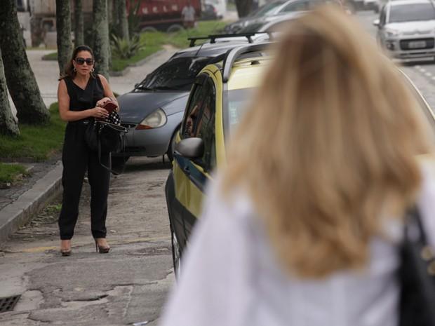 Totia e Letícia gravam cenas de reencontro entre as personagens (Foto: Salve Jorge/TV Globo)