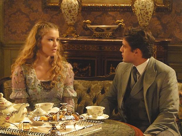 Albertinho e Esther voltam a namorar, mas noivado vai ter que esperar (Foto: Lado a Lado / TV Globo)