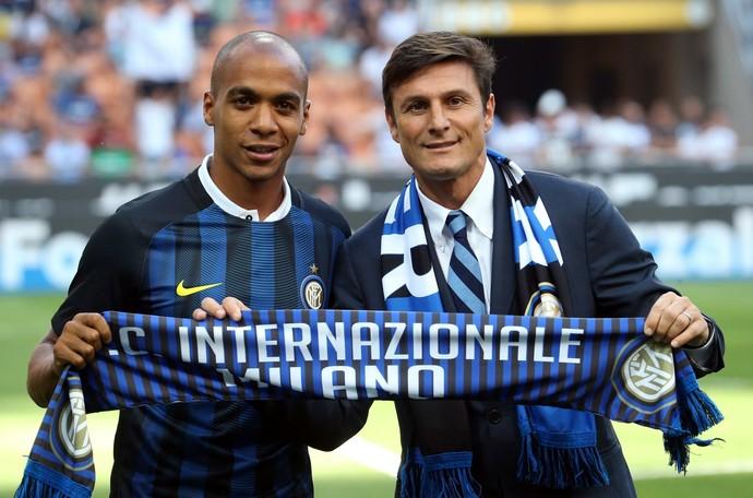 João Mario e Zanetti, Inter de Milão x Palermo (Foto: Matteo Bazzi/ANSA via AP)