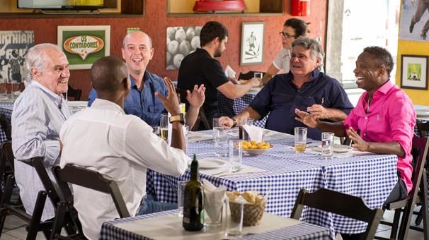 Alex Escobar na gravação em Santa Teresa da série Os Contadores, do Globo Esporte Rio (Foto: João Cotta/Globo)