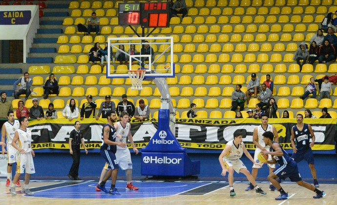 Mogi das Cruzes x Rio Claro Campeonato Paulista de basquete (Foto: Cairo Oliveira)