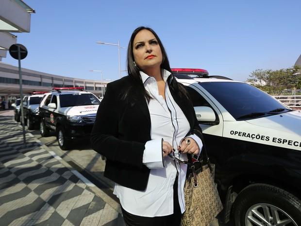 Cristina Silva uma das vítimas do médico Roger, nesta quarta-feira (20), no aeroporto de Congonhas, na zona sul de São Paulo, SP (Foto: Renato S. Cerqueira/Futura Press/Estadão Conteúdo)