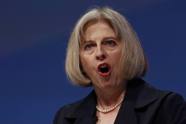 Ministra do Interior Theresa May durante discurso na terça-feira (4). (Foto: Suzanne Plunkett/Reuters)