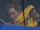 Príncipe Harry ganha camisa de reserva da seleção brasileira