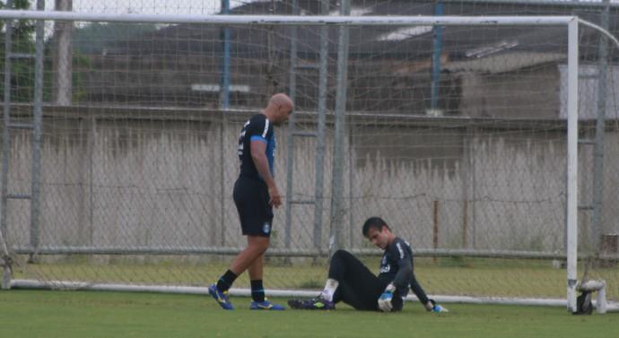 Marcelo Grohe e preparador Rogério Godoy (Foto: Eduardo Moura/Globoesporte.com)