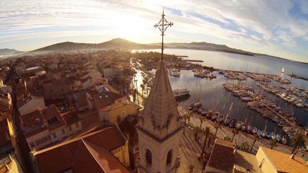 Imagem segunda colocada em popularidade do concurso de fotos tiradas por drones, promovido pelo site 'Dronestagram', mostra a região francesa de Sanary Sur Mer. (Foto: Divulgação/Dronestagram)