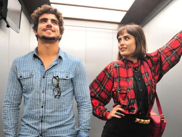 Atração entre Michel e Patrícia é explosiva (Foto: João Miguel Júnior/TV Globo)