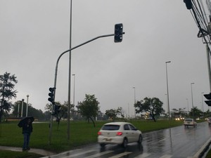 Em Sorocaba, semáforos estão apagados em avenida (Foto: Carlos Dias /G1)