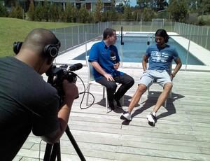 Guido Nunes, do SporTV, entrevista atacante Loco Abreu (Foto: Fábio Grijó)