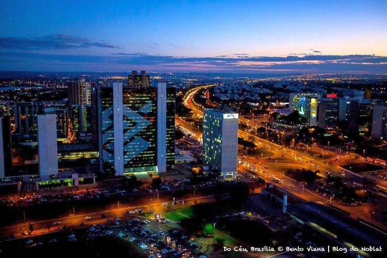 Vista noturna do Setor Bancário Sul (Foto: Bento Viana)