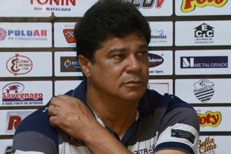 Play Freitas, técnico do Comercial (Foto: Ronaldo Gomes / EPTV)