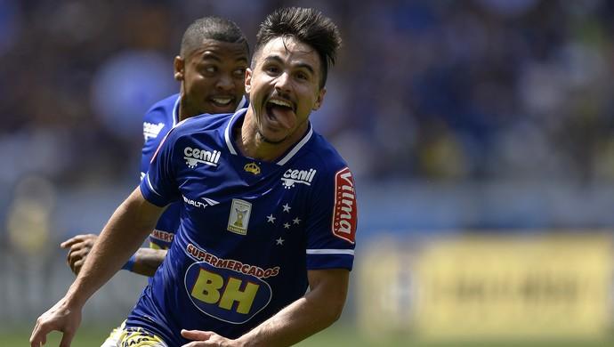 Willian comemora gol contra o Figueirense (Foto: Douglas Magno)