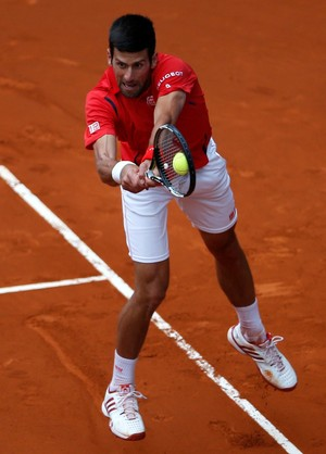Novak Djokovic vence Roberto Bautista Agut no Masters 1000 de Madri (Foto: Reuters)