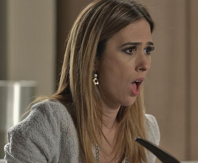 Danda fica abismada com a audácia da delegada (Foto: TV Globo)
