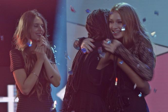 Eliza vence concurso Garota Totalmente Demais (Foto: tv globo)