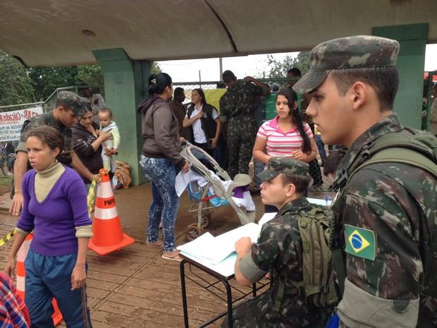 A entrega de lonas e roupas voltará a ser feita na Escola Municipal Adele Zanotto Scalco, antigo Caic do Porto Meira  (Foto: Caio Vasques / RPC)