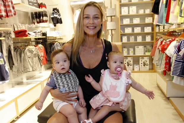 Luana Piovani com os filhos Ben e Liz (Foto: Marcos Ferreira /Brazil news)