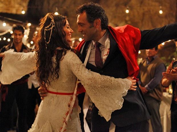 Ayla e Zyah honram a tradição com uma bela dança (Foto: Salve Jorge/TV Globo)