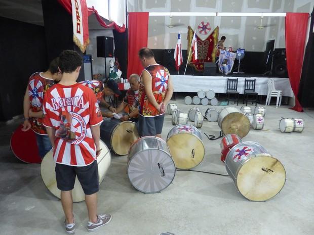 Embaixadores da Alegria faz ensaios no bairro Santa Quitéria (Foto: Fernando Castro/ G1)