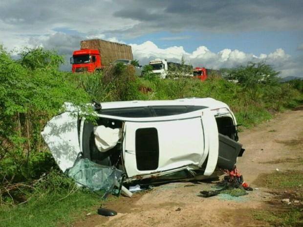 Mulher morreu no local do acidente (Foto: Blog Marcos Frahm)