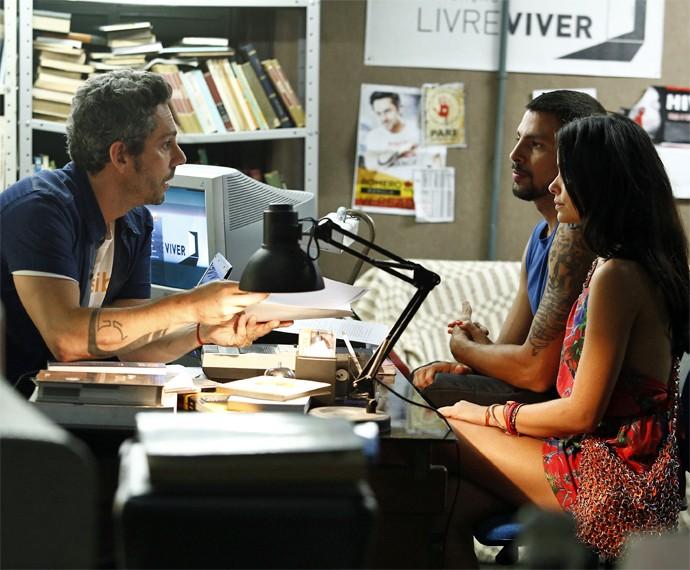 Romero recebe Juliano e Tóia em sua fundação (Foto: Raphael Dias/ Gshow)