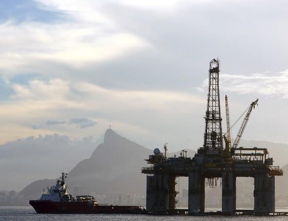 Plataforma marítima de extração de petróleo em Niterói, Rio de Janeiro (Foto: Buda Mendes/Getty Images)