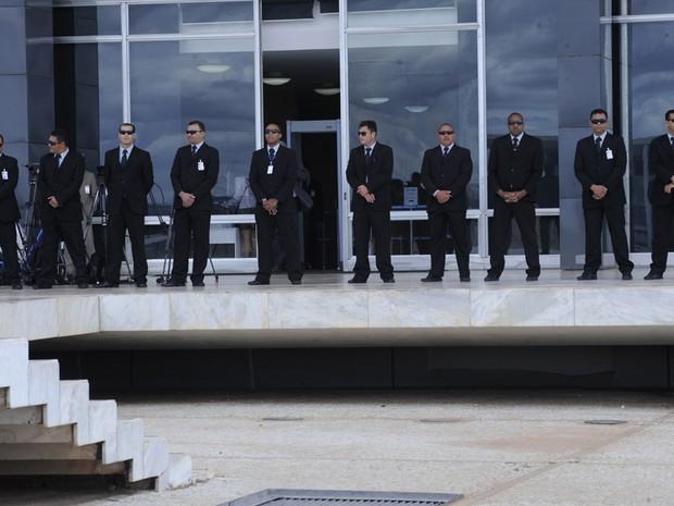 20 de agosto - Seguranças protegem a fachada do STF durante retomada da análise do processo do Mensalão, no plenário do Supremo Tribunal Federal (Foto: Fabio Rodrigues Pozzebom/ABr)