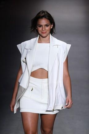 Bruna Marquezine desfila no Fashion Rio (Foto: Raphael Mesquita/FotoRio News)