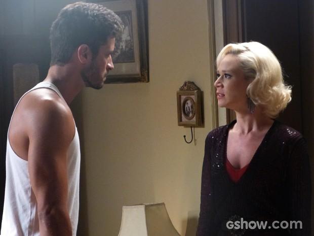 Davi e Aurora brigam e colocam ponto final na relação (Foto: Joia Rara/TV Globo)