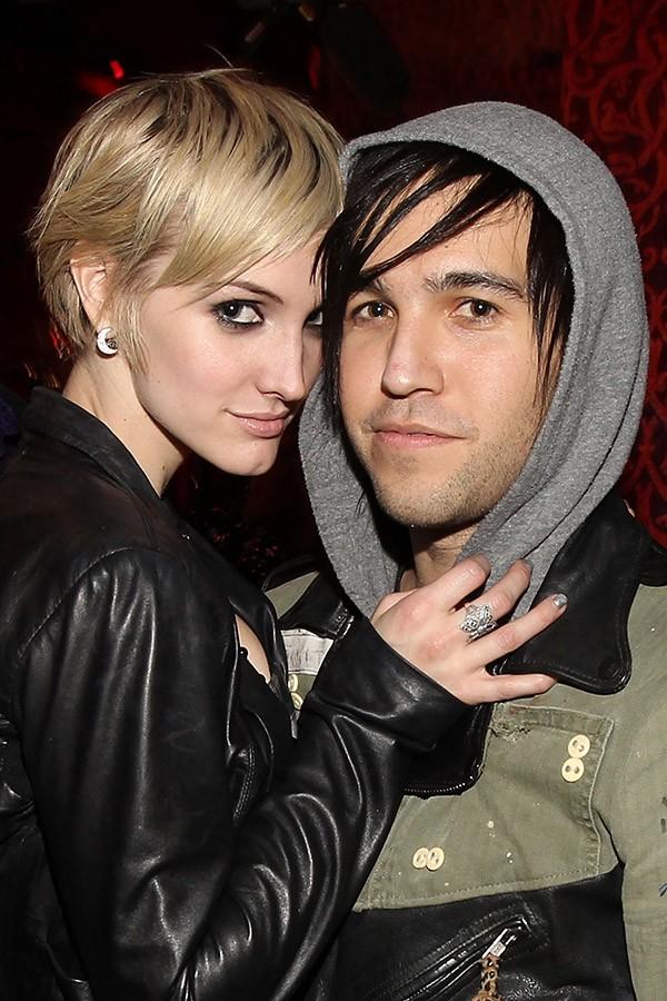 Pete Wentz, baixista da banda Fall Out Boy, não teve vergonha de contar que ele e a então esposa Ashlee Simpson adoravam fazer sexo se olhando em espelhos e que ela era uma ótima stripper (Foto: Getty Images)