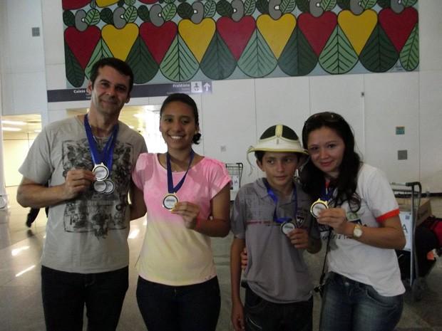 Ladmires (professor), Tayanna (aluna), Douglas (aluno)  e Simone (professora): vencedores (Foto: Caroline Holder/ G1)