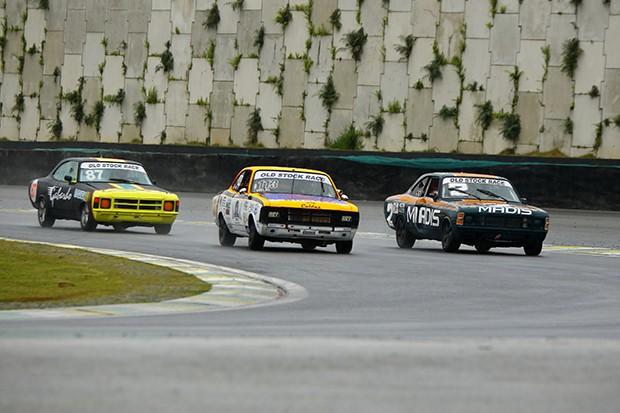 Disputa no miolo do circuito com 2 ou 3 carros lado a lado em uma freada (Foto: Divulgação/Humberto Silva)