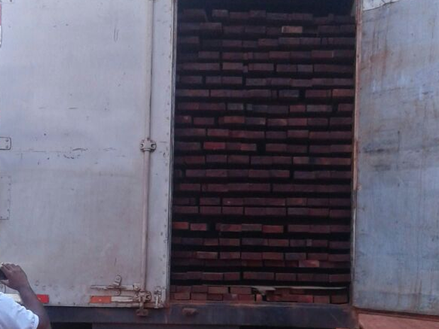 Em São José do Xingu, o motorista apresentou nota fiscal falsa à polícia (Foto: Divulgação/Polícia Militar)