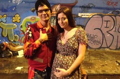 Carol Castro com Duda Ribeiro no longa 'Concurso público' (Foto: Foto: Divulgação)
