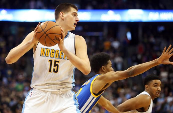 Nikola Jokix Nuggets x Warriors NBA (Foto: Reuters)