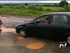 Buracos dificultam o tráfego de veículos em rodovias goianas