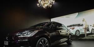 Lustre em estande no Salão custa mais caro do que carro exposto (Caio Kenji/G1)